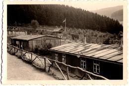 Photo Originale Guerre 1939/45 - Camp Des Jeunesses Hitlériennes à Identifier, Formation & Camp De Vacances Barraques - Guerre, Militaire
