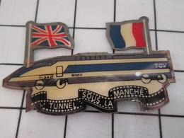 1116A Pin's Pins / Beau Et Rare / THEME : TGV / Une Des Escroqueries Capitalistes Du 20e S TUNNEL SOUS LA MANCHE - TGV