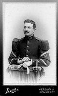 Photo Ancienne Sur Carton D'un Soldat ( Dim 6,5 X 11 Cm ) Photo Léon à Verdun - Anciennes (Av. 1900)