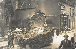 Carte Photo Char Défilé Animé (pompes Funebres Desnoyers Sens? ) Près église à Localiser - Photos