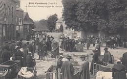 COMBOURG (Ille Et Vilaine): La Place Du Château Un Jour De Marché - Combourg