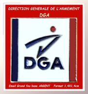 "SUPER PIN'S MILITARIA : Logo De ""LA DGA"" DIRECTION GENERALE DES ARMEES, émail Grand Feu Base Argent,  1,4X1,4cm - Militaria"