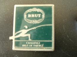 PIN'S ESCRIME - CHALLENGE BRUT DE FABERGE - Scherma
