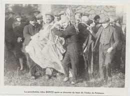 PHOTO PRESSE  DOCUMENT  17 Cm  X  12   Cm  La Parachutiste Alice BONTE Après Sa Descente Du Haut Du Viaduc De Palaiseau - Aviateurs