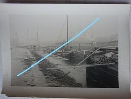 Photo Péniche Région SAINT OMER Pre 1914 Déchargement Tonneau Canal Kanaal Binnenscheepvaart Barge - Bateaux