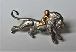 Rare Pin's Arthus Bertrand LABORATOIRES PFIZER - Arthus Bertrand