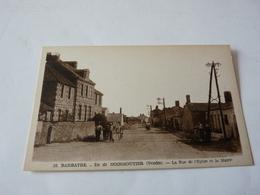 Cpa  Barbatre Ile De Noirmoutier  La Rue De L'église Et De La Mairie - Noirmoutier