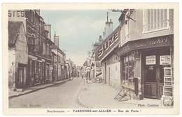 Cpa Varennes Sur Allier - Rue De Paris ( Pompe à Essence, Pub Suze ) - Autres Communes