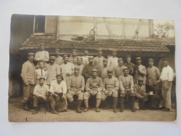 CARTE POSTALE PHOTO GROUPES SOLDATS A DEFINIR - Régiments
