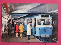 Paris - Le Métro - Rame Sur Pneumatiques En Station - Recto Verso - Metropolitana, Stazioni
