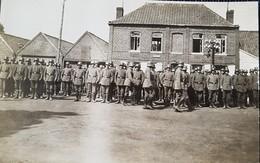 MONS EN PEVELE. CArte Vue Allemande. Guerre 14-18. Revue Des Soldats Par Le Major Graf Von Büdingen. 19 Mai 1918. - Lille