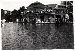 Photo Originale Sports Nautique & Compétition D'Aviron Avec Ses Spectateurs Au Balcon à Identifier Un 22.05.1921 Légende - Boats