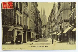"C. P. A. : 64 BAYONNE : Rue Port Neuf, ""Librairie Papeterie"", Animé, Timbre En 1907 - Bayonne"