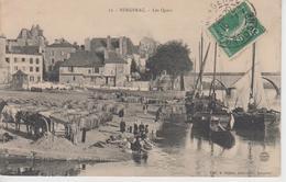 CPA Bergerac - Les Quais (belle Animation : Laveuses, Barriques, Attelage...) - Bergerac