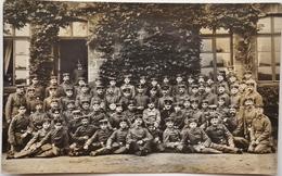 """Carte-Photo - Groupe De Soldats Allemands """"70"""" Sur Les épaulettes - Saarbrücken 1915 1. Ers Battl Rgt 70 - 4. Komp /M106 - Weltkrieg 1914-18"""