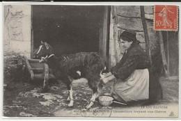 46- 40696  -  ROCAMADOUR   - Caussetiere Trayant Une Chevre - Rocamadour