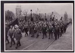DT- Reich (008889) Propaganda Sammelbild Adolf Hitler Bild 176, Die Wiederholung Des Historischen Marsches Am 9.11.1934 - Lettres & Documents