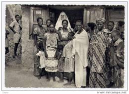 MISSION DE KAHEMBA (CONGO BELGE) LA QUEUE AU DISPENSAIRE, APRES LA MESSE DU DIMANCHE. DE RIJ VOOR HET DISPENSARIUM NA DE - Congo Belge - Autres