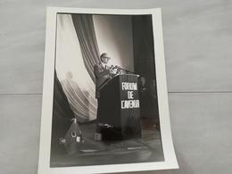 14919 POLITIQUE FRANCE PHOTO DE PRESSE  18X24 LE 28-03-1981 VALERY GISCARD D ESTAING PORTE DE PANTIN - Photos
