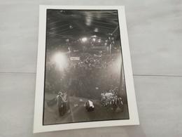 14921 POLITIQUE FRANCE PHOTO DE PRESSE  18X24 LE 28-03-1981 VALERY GISCARD D ESTAING PORTE DE PANTIN - Photos