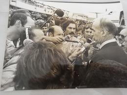 14928 POLITIQUE FRANCE PHOTO DE PRESSE  18X24 LE 07-08-1976 VALERY GISCARD D ESTAING ET M  BONGO AU GABON - Photos
