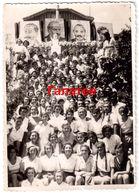 BULGARIA 1950s YOUNG GIRLS & WOMEN CELEBRATING COMMUNIST LEADERS REAL PHOTO Ab662 - Bulgaria