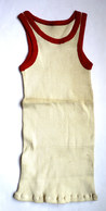 Une CHEMISE Débardeur Marcel Modèle Sport ATHLETISME EN COTON ECRU Liserets ROUGES Années 40-50 - Vintage Clothes & Linen