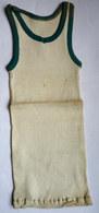 Une CHEMISE Débardeur Marcel Modèle Sport ATHLETISME EN COTON ECRU Liserets VERTS Années 40-50 - Vintage Clothes & Linen