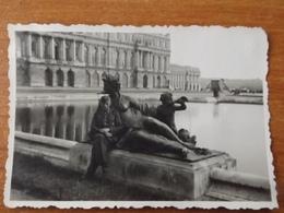 VERSAILLES  WW2 GUERRE  39 45  SOLDAT ALLEMAND POSANT STATUE SEINS NUS CHATEAU BASSIN - Versailles