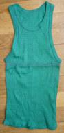 Une CHEMISE Débardeur Marcel Modèle Sport ATHLETISME EN COTON VERT Liserets VERTS Années 40-50 - Vintage Clothes & Linen
