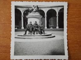 VERSAILLES   WW2 GUERRE  39 45  SOLDATS ALLEMANDS TRIANON STATUE LE 4 MAI 1941 - Versailles