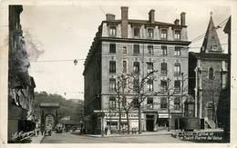 CPSM LYON - Rue Saint Pierre De Vaise - Eglise - Pharmacie   L3074 - Lyon