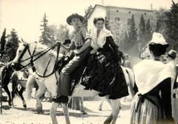 13 , ARLES , Belles Images De Provence , Gardian  Et Alesienne , * M 24 27 - Arles