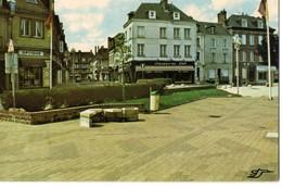 CPM, (76) YVETOT, La Place Du Maréchal Joffre, écrite, Non Timbrée, De 1986 - Yvetot