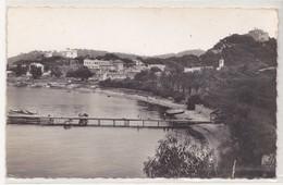 CPA Île De Porquerolles, La Plage Du Port Et Le Village - Porquerolles