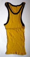 Une CHEMISE Débardeur Marcel Modèle Sport ATHLETISME EN COTON JAUNE Liserets NOIRS Années 40-50 - Vintage Clothes & Linen