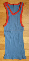 Une CHEMISE Débardeur Marcel Modèle Sport ATHLETISME EN COTON BLEU Liserets ROUGES Années 40-50 - Vintage Clothes & Linen