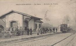 Bray Sur Seine : La Gare - Arrivée Du Train - Bray Sur Seine