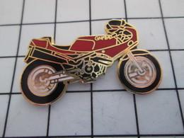 616a  Pin's Pins / Beau Et Rare / THEME : MOTOS / MOTO SPORTIVE ROUGE GNFRA Grand Pin's - Motos