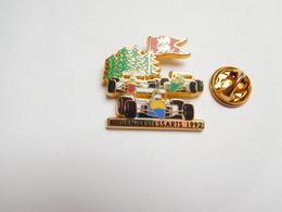 Superbe Pin's , Auto F1 , F3000 , Circuit De Rouen Les Essarts ,  Signé Arthus Bertrand - F1