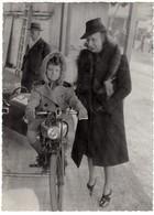 GIOSTRA LUNA PARK BAMBINA SU MOTO MOTORBIKE - FOTO ORIGINALE Cm 13x17 - Personnes Anonymes