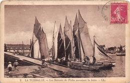 ¤¤   -   LA TURBALLE  -   Les Bateaux De Pêche Accostant La Jetée     -   ¤¤ - La Turballe