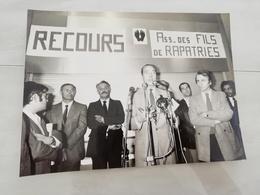 14977 POLITIQUE FRANCE PHOTO DE PRESSE  18X24 LE 17-04-1981  JACQUES CHIRAC ET LES RAPATRIES - Photos