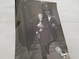 14981 POLITIQUE FRANCE PHOTO DE PRESSE  18X24 17-11-1973  M PINAY RECU A L ELYSEE - Photos