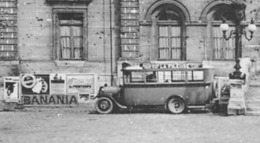 ►LAON◄02►◄CPSM►AUTOCAR AVEC PUB LA FILEUSE DEVANT L'HOTEL DE VILLE ◄►PUB BANANIA►ÉDIT. CAP No138 - Laon