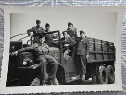 56 VANNES 10 EME REGIMENT D'ARTILLERIE  PHOTO MILITARIA MILITAIRE CAMION GMC  1952 9 X 6.4 CM TER - Krieg, Militär