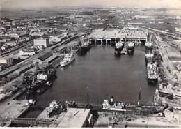 17 - LA ROCHELLE PALLICE Vue Du Port Et Ses Nombreux Bateaux De Commerce - CPSM Dentelée N/B GF - Charente Maritime - La Rochelle