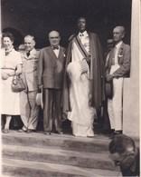 RUANDA  NYANZA Le MWAMI Avec Camille HUYSMANS Et SPAAK Août 1956  Photo Amateur Environ 7 Ccm X 10 Cm - Afrique