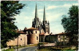 5LKS 542. BAYONNE - LA CATHEDRALE - LE CHATEAU VIEUX ET LE BOULEVARD - Bayonne