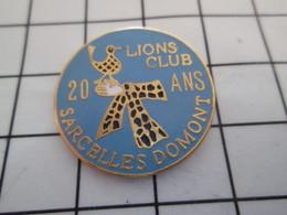 616a  Pin's Pins / Beau Et Rare / THEME : ASSOCIATIONS / LION'S CLUB SARCELLES DOMONT 20 ANS - Associations